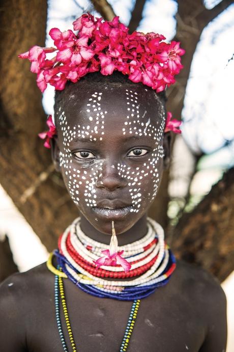 Niña de la tribu Karo en Omo Valley, Etiopía. Los Karo son la tribu con más peligro de desaparecer en Etiopía. En total no quedan más de unos 1500.