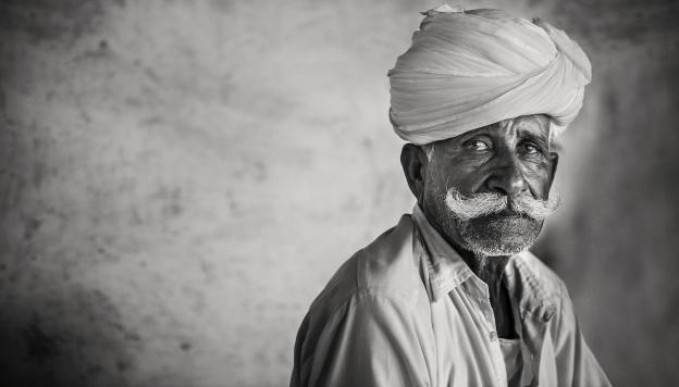 Retrato de un hombre en Bikaner, en Rajastán. Para los hombres de Rajastán el bigote es motivo de orgullo, mientras más largo mejor.